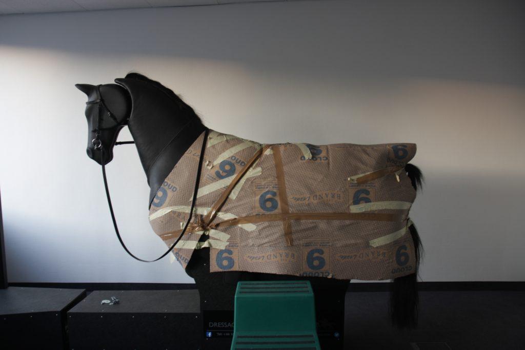 Sir Wilson noch eingepackt | Reitsimulator München